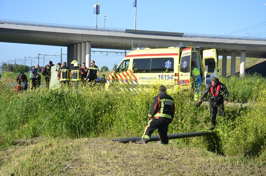 Man gewond na val met fiets in water Middelweg N456 Moordrecht