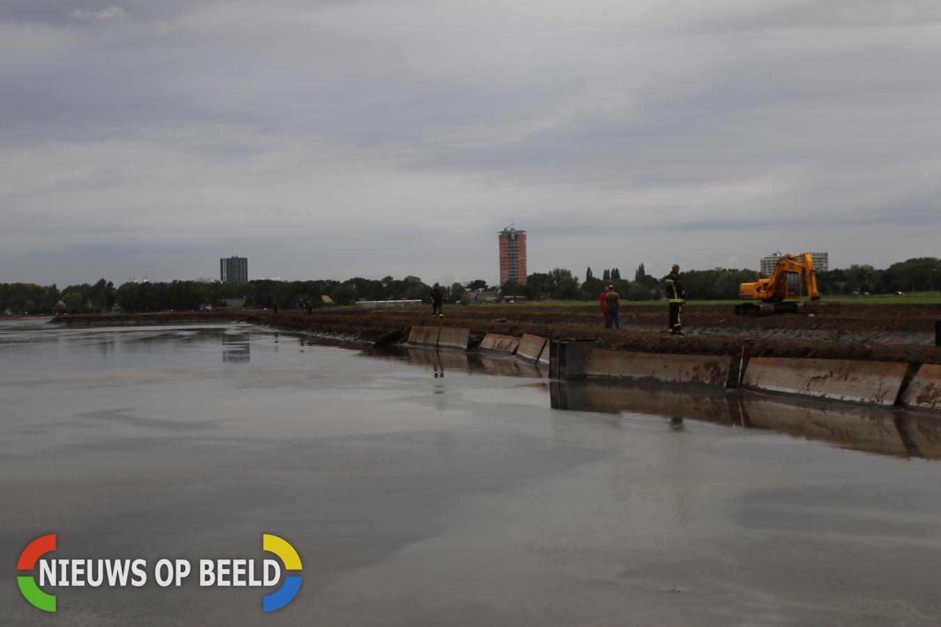 Waterballet door doorgebroken dépot Hofvlietweg Leiden
