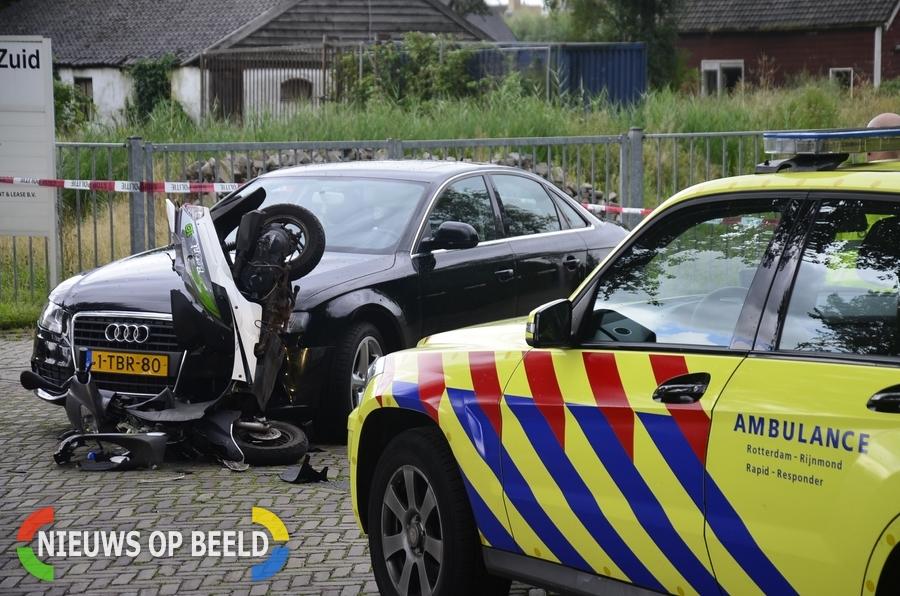 Vrouw op scooter aangereden door automobilist Hoofdweg-Zuid Nieuwerkerk a/d IJssel