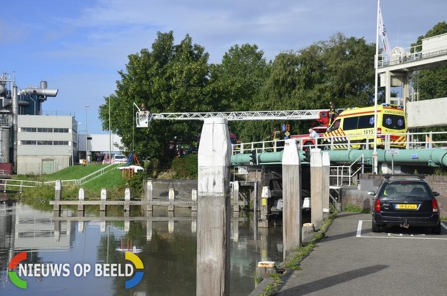 Voorbijgangers vinden stoffelijk overschot in water Mallegatsluis Gouda