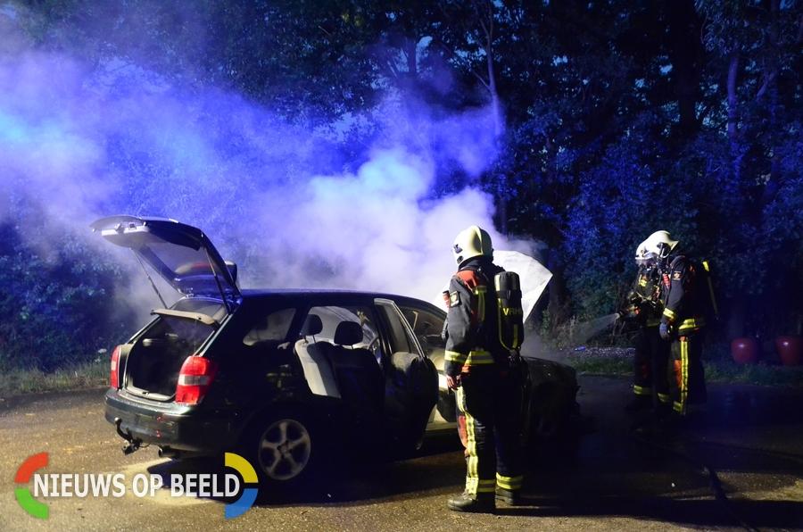 Auto volledig verwoest na brand Warmoeskade Boskoop