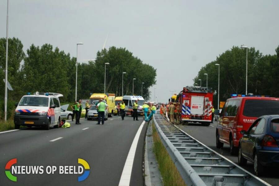 Vijf gewonden na ongeluk tussen drie auto's Dammeweg N57 Vierpolders