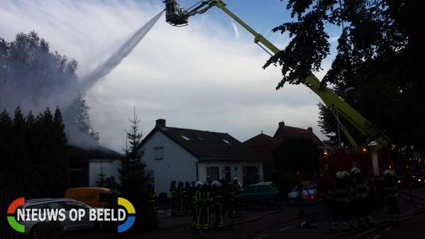Grote brand bij autoschadebedrijf Kortenhoevenseweg Lexmond
