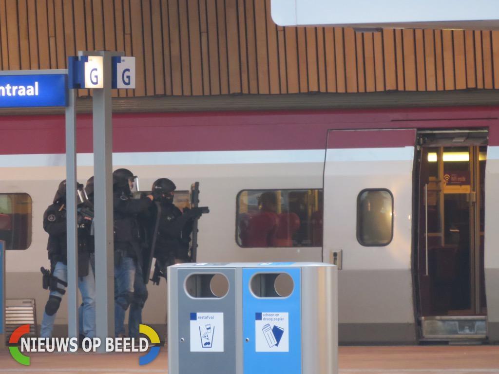 Man uit trein gehaald door arrestatieteam nadat hij zich opsloot in Thalys op Rotterdam Centraal