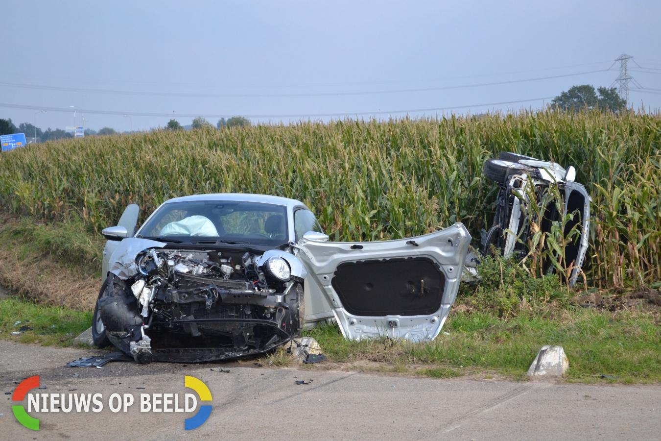 Twee gewonden na verkeersongeval op kruising Achterweg Mijnsheerenland.