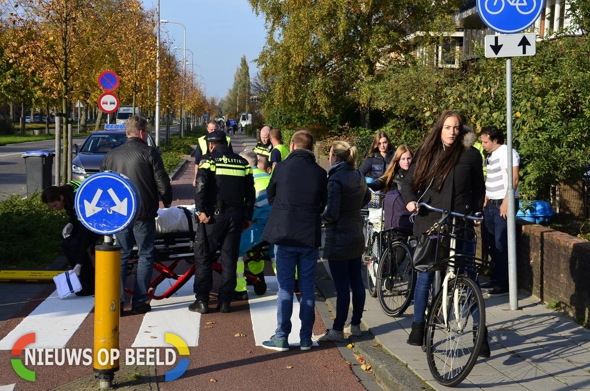 Vrachtwagen schept fietser op rotonde Bodegraafsestraatweg / Graaf Florisweg Gouda