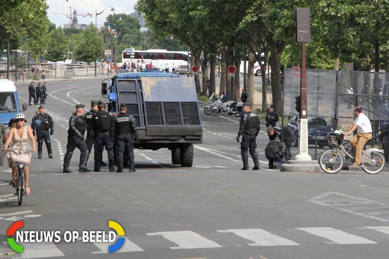 """Franse politie schiet op """"terroristen"""" in Saint-Denis Frankrijk"""