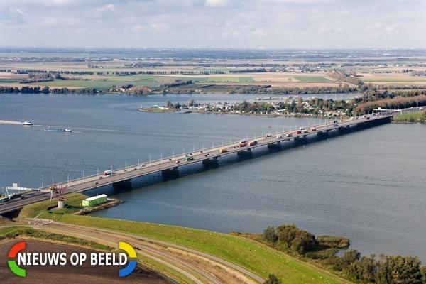 Thalys gestremd bij grens Nederland/Belgie na verdachte situatie Moerdijkbrug