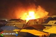 Twee boten branden volledig uit tijdens oud en nieuw Boomgaardlaan Leiderdorp (video)