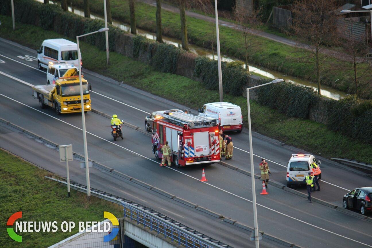 Extra drukke file voorkomen door snel optreden Handhaving, berger en politie na ongeval Algeraweg Capelle aan den IJssel