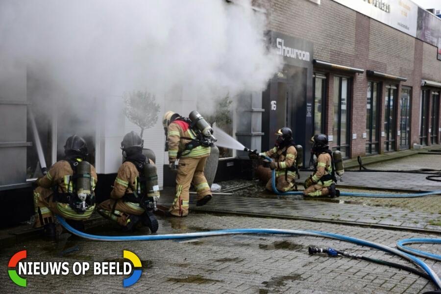 Grote brand in meubel- en fietsenwinkel Houtstraat Ridderkerk