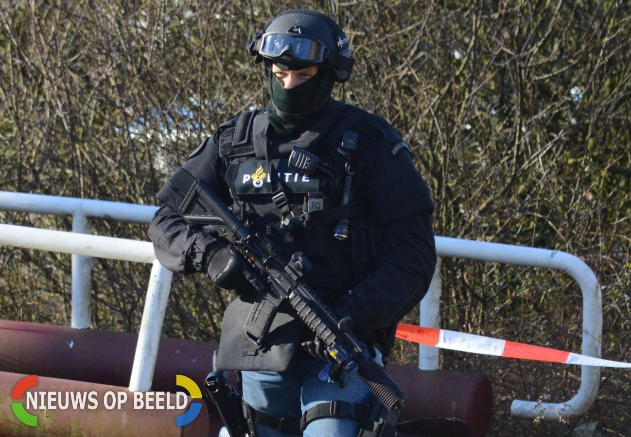 Politie vindt automatisch vuurwapen bij man op straat Carnisselaan Rotterdam