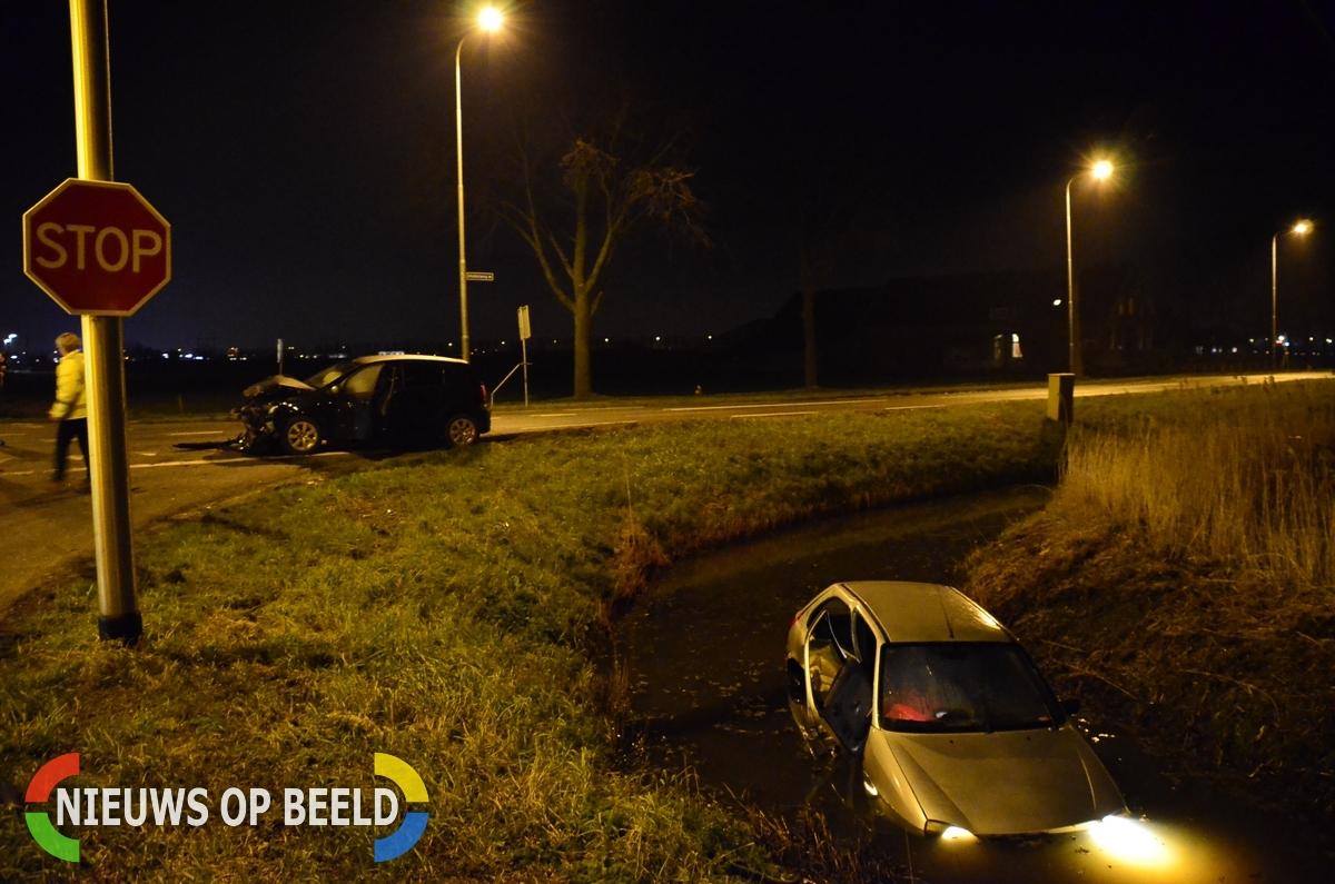Auto te water na ongeval N456 Middelweg Moordrecht