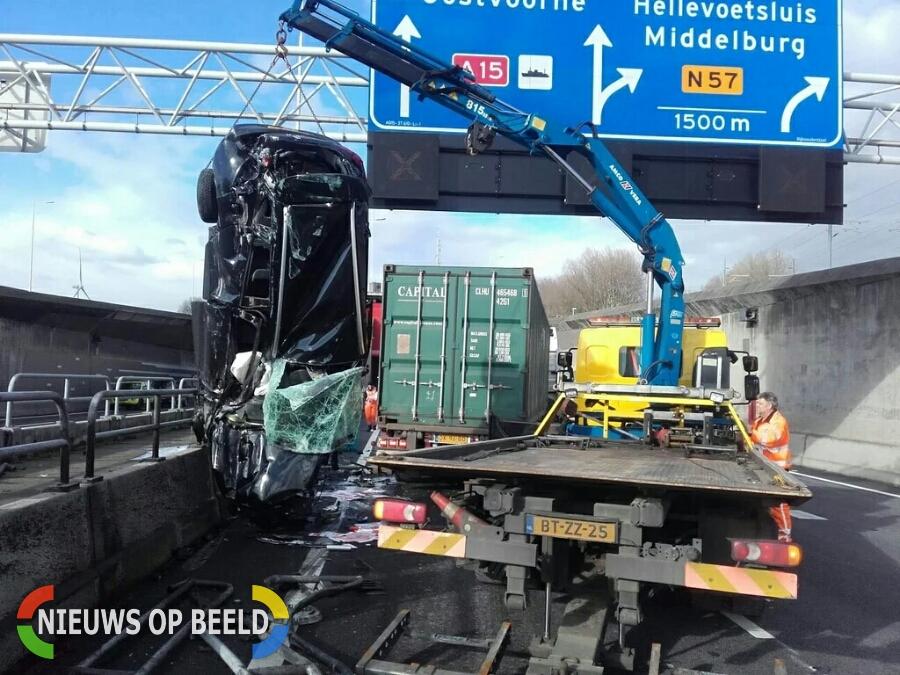 Bizar ongeval en slechts een schrammetje N15 Thommassentunnel Rotterdam