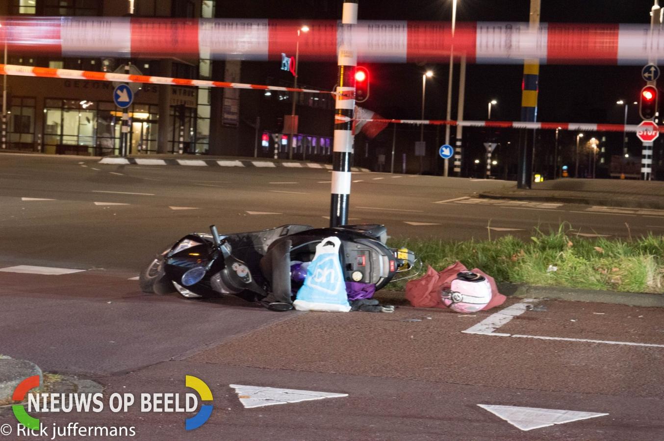 Aanrijding tussen twéé scooters op de Europaweg in Zoetermeer
