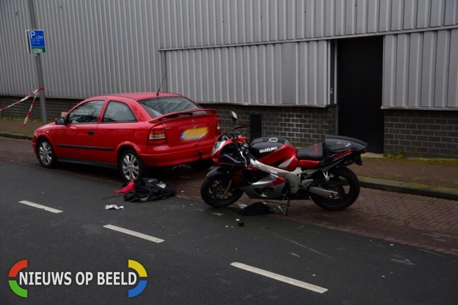 Motorrijdster gewond na slippartij Tolhuislaan Rotterdam