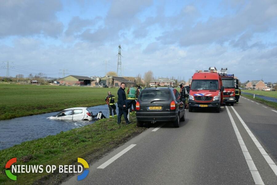 Twee personenauto's te water na frontale aanrijding Zijdeweg Ouderkerk aan den IJssel