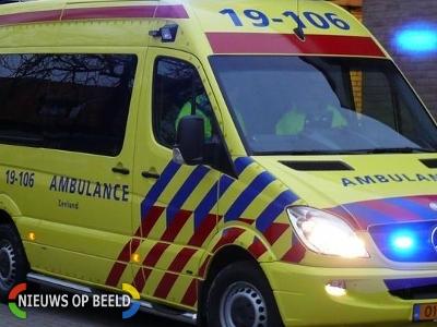 Fietsers gewond na aanrijding met politieauto op de Deventerstraat in Apeldoorn