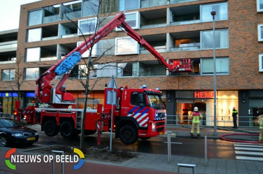 Brandje op balkon zorgt veel rookontwikkeling Hoornsingel Rotterdam