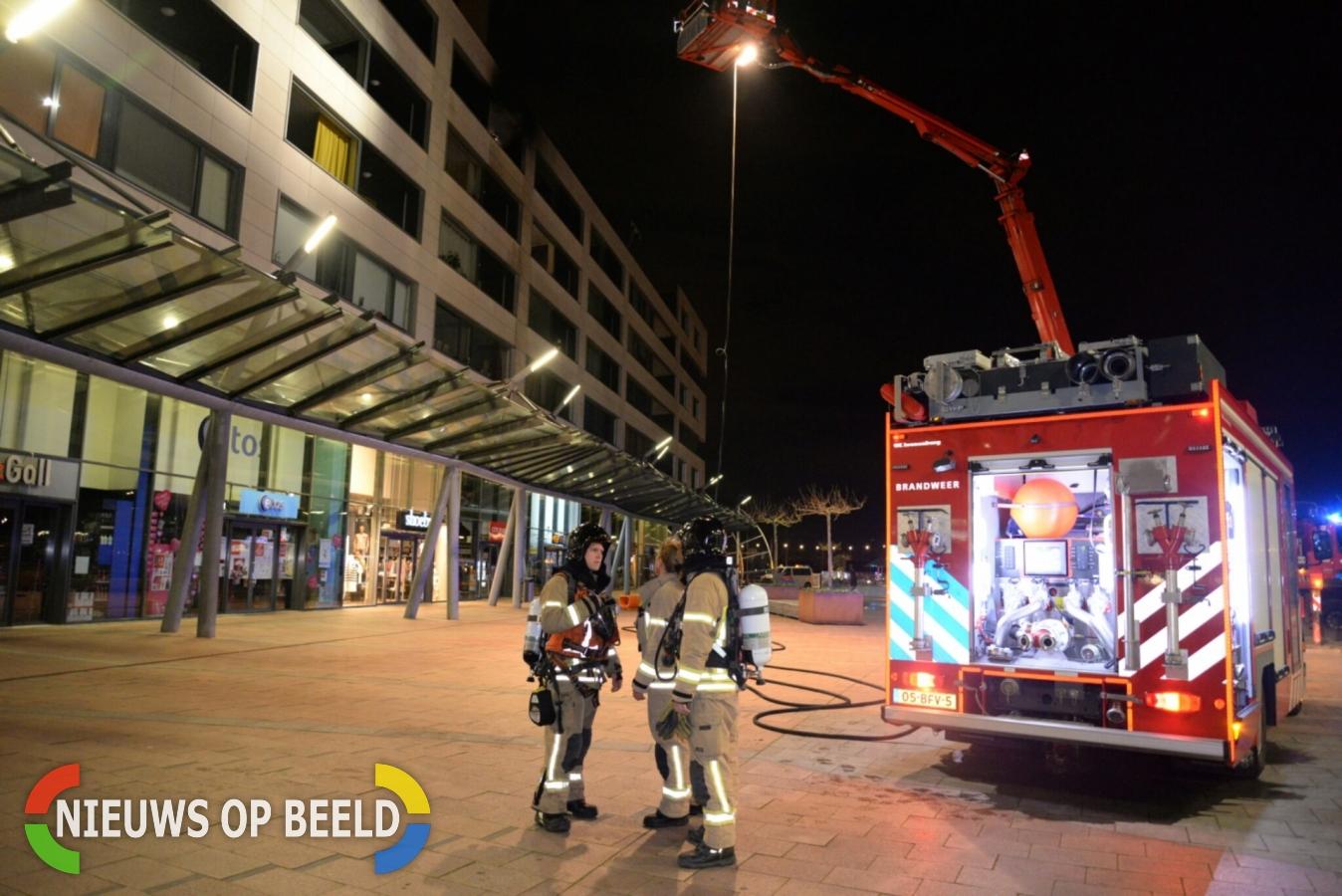 Brand op balkon op 4e etage overgeslagen naar woning