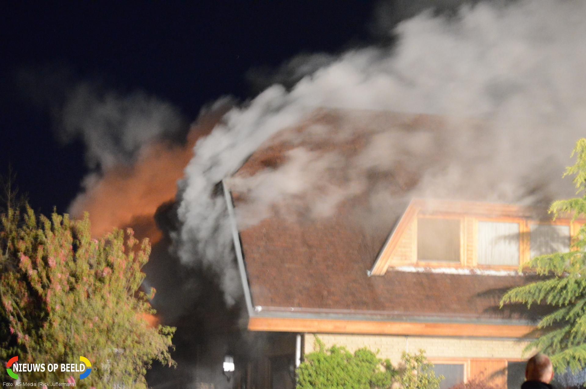 Leegstaande woning door brand verwoest Mendelweg Boskoop (video)