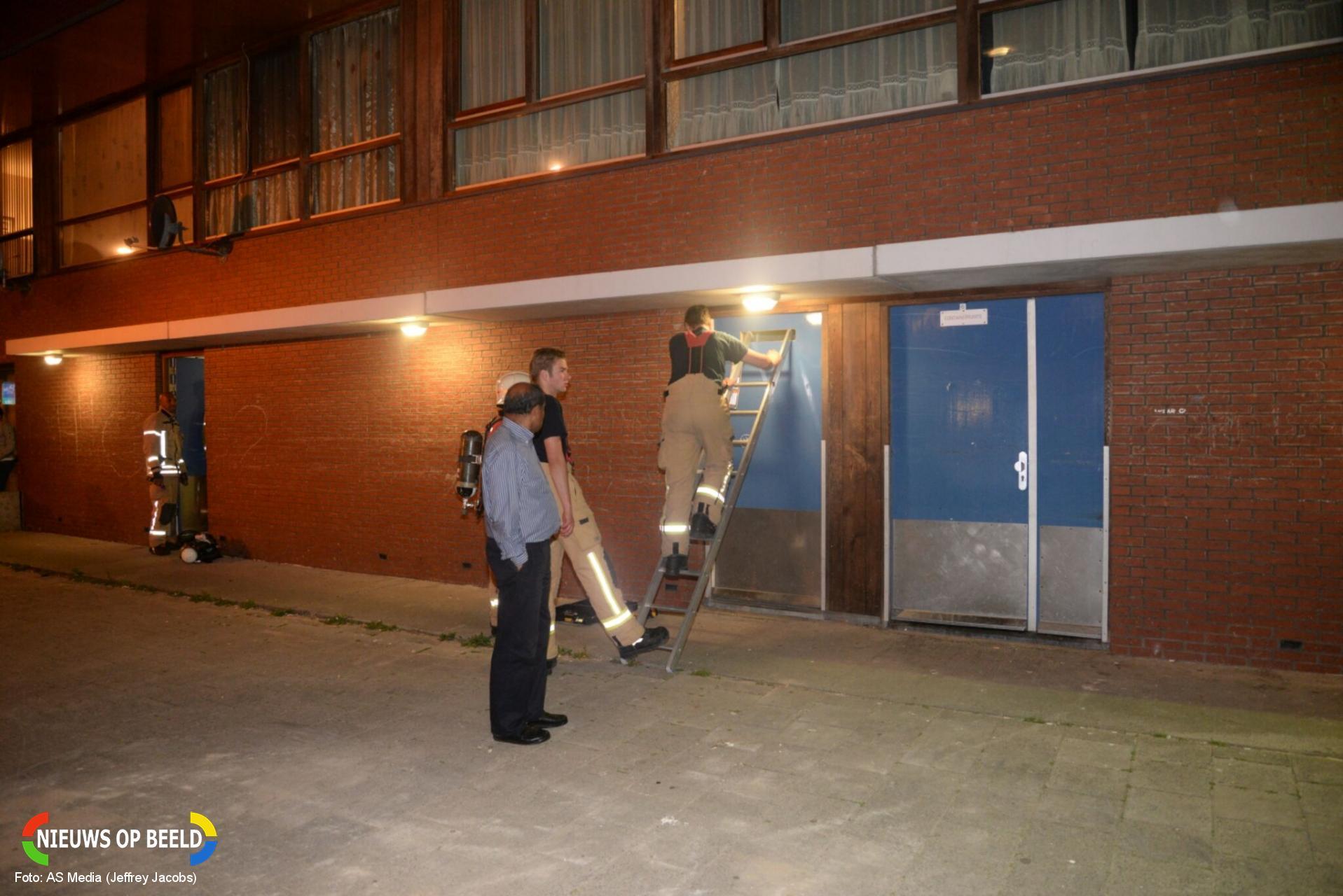 Brandweer onderzoekt gaslucht in kelderboxen Da Costastraat Rotterdam