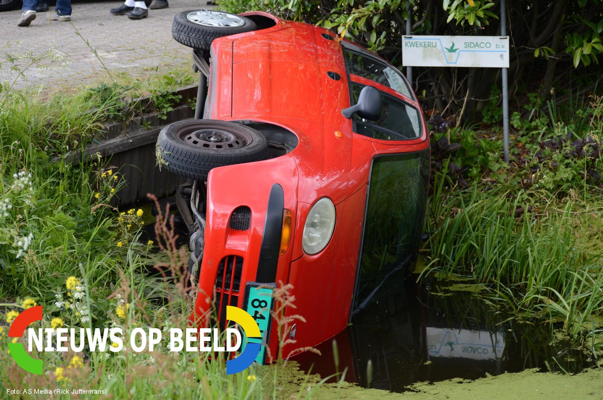 Auto te water bij eenzijdig ongeval Nieuwkoopseweg Nootdorp
