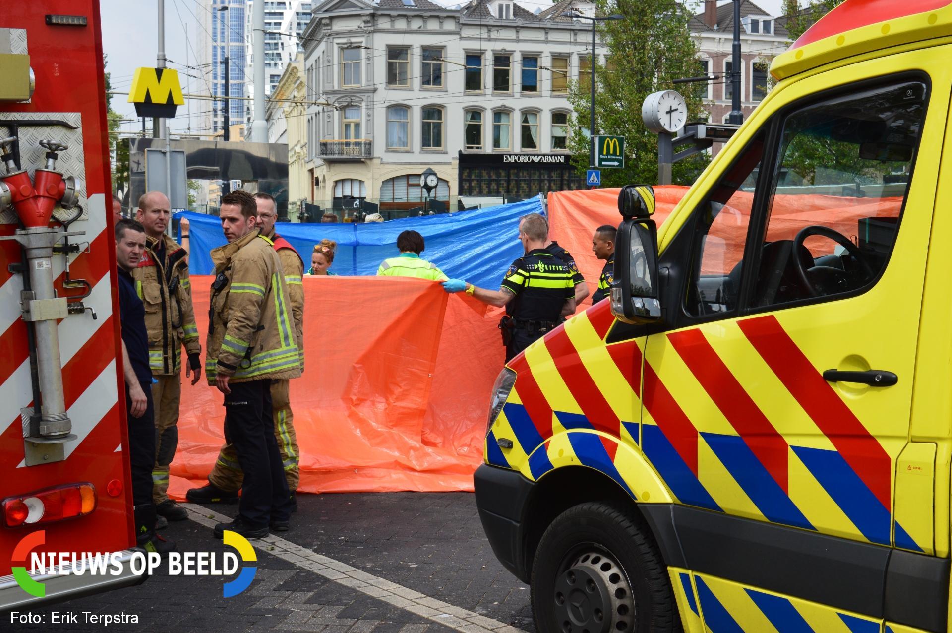 Voetganger overleden na aanrijding met vrachtwagen Eendrachtsplein Rotterdam