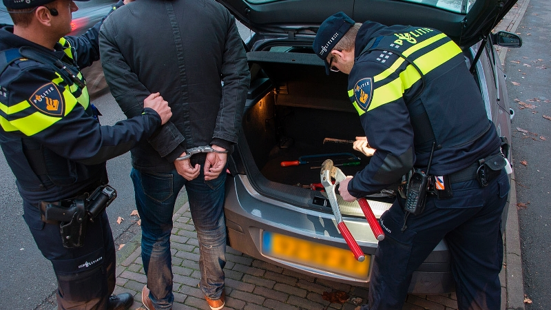 Goed speurwerk levert gestolen auto uit Barendrecht en aanhouding op in Barneveld