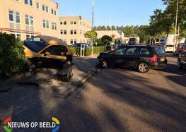 Auto ramt hekwerk na ongeval Molenbaan Capelle aan den IJssel