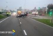 Auto over de kop Abram van Rijckevorselweg Capelle aan den IJssel