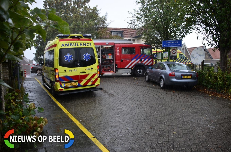 Auto te water, drie personen uit het water gehaald Veerstraat Gouderak