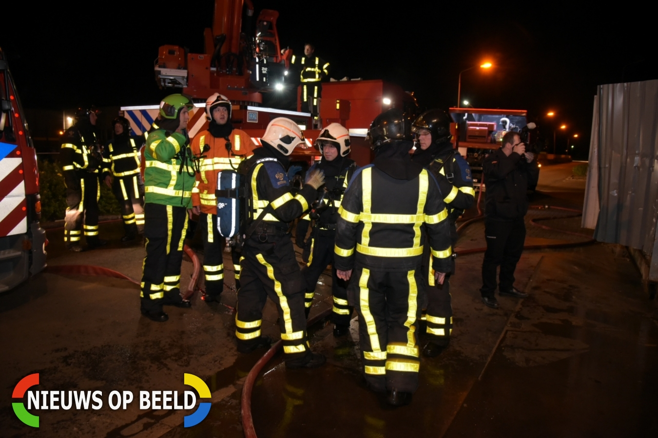 Grote brand in loods van metaalrecycling bedrijf Nijverheidsweg Heinenoord