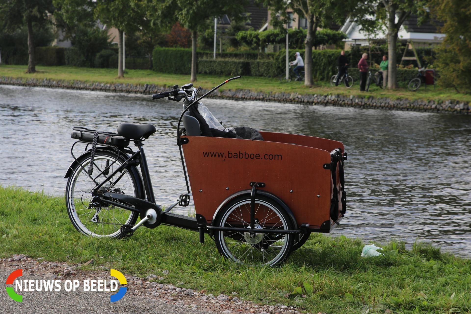 Bakfiets te water na eenzijdig ongeval Oostvlietweg Leidschendam