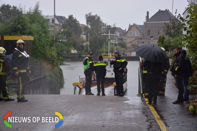 Auto verdwijnt onder water door foutje bij veerpont Moordrecht – Gouderak