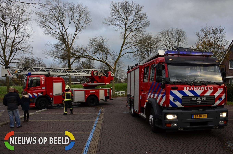 Groot deel van een boom knakt en hangt gevaarlijk Cellebroedersstraat Schoonhoven