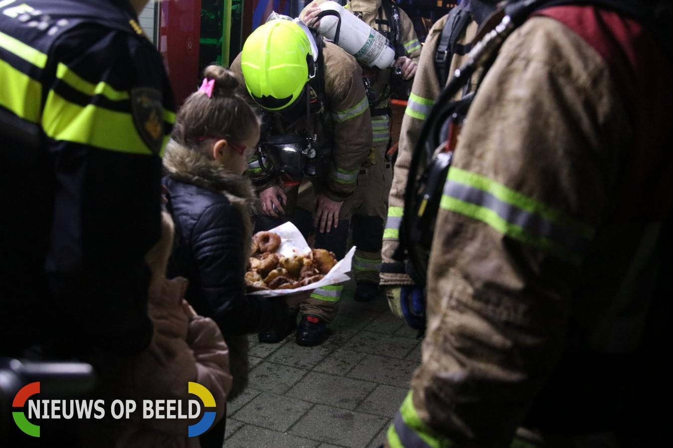 Brandweerman gewond bij grote brand in woning Koolzaadstraat Rotterdam