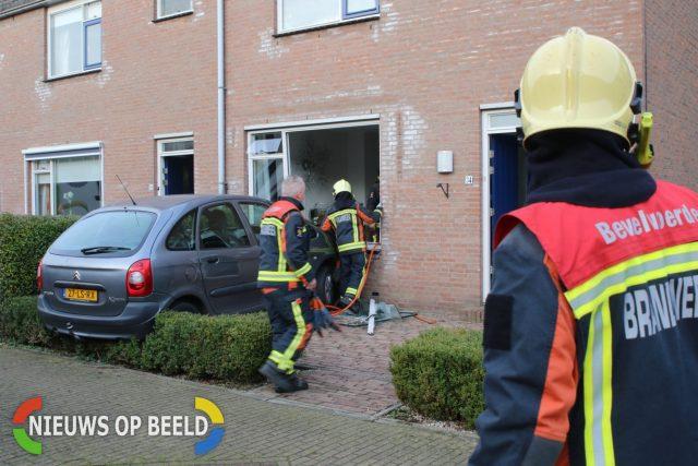 Auto ramt gevel van woonhuis Buitenweg Rijpwetering - Nieuws op Beeld