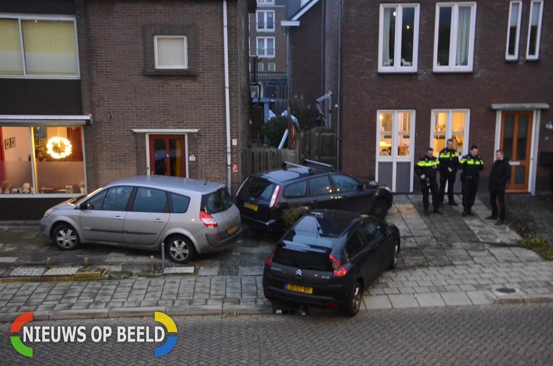 Twee auto's belanden zwaarbeschadigd in tuin na botsing Westeinde Moordrecht