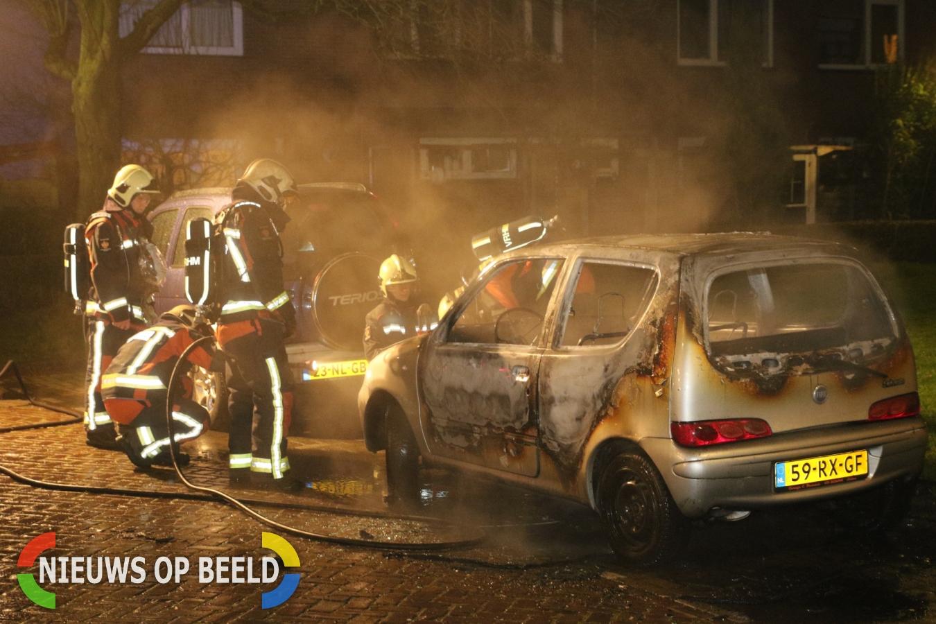 Auto verwoest door brand Boshuizerkade Leiden