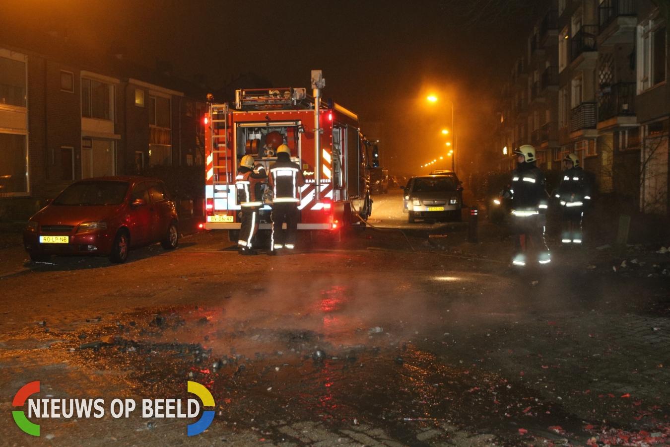 Brandweer blust brandjes in container Rembrandtlaan Voorschoten