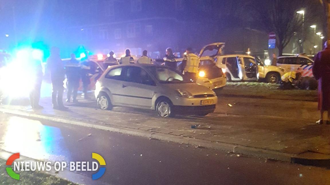 Politievoertuig rijdt frontaal tegen verdachte bij achtervolging Burg Knappertlaan Schiedam