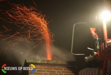 Vonkenregen bij brand in schoorsteen Gruttosingel Capelle aan den IJssel (video)