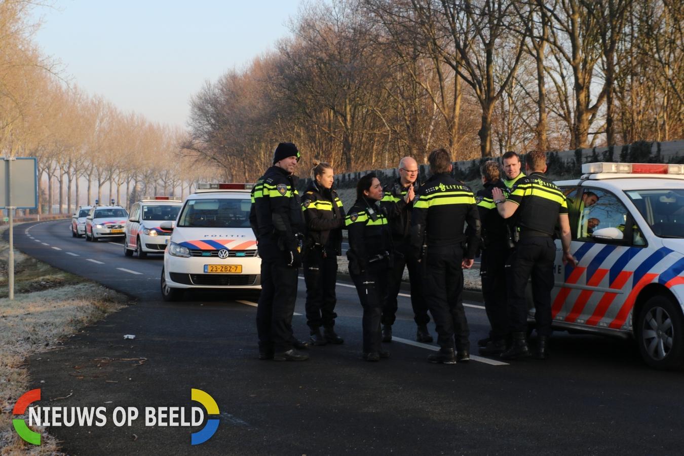 Twee gewonden bij ongeval tussen vrachtwagen en auto Papeweg Zoeterwoude
