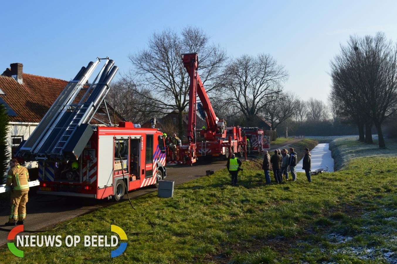 Grote brand in woonboerderij Dorpsdijk Vierpolders