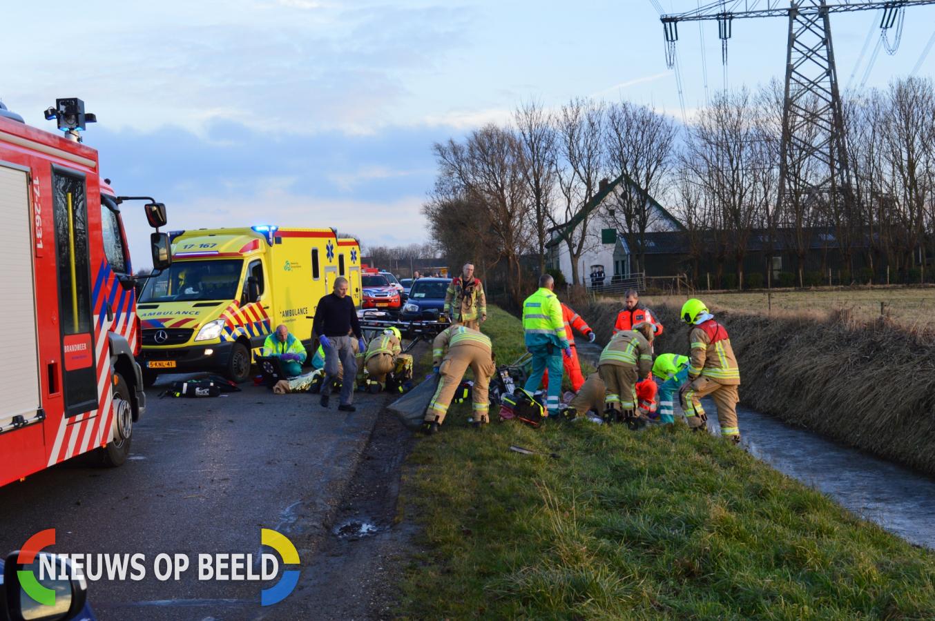 Man en meisje ernstig gewond nadat ze aangereden worden door auto Middelweg Vierpolders