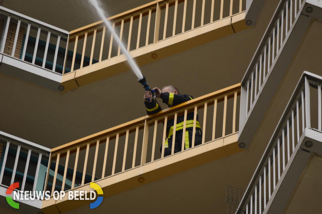 Brandweer houdt oefening in flatgebouw Cornelis Boslaan Zoetermeer