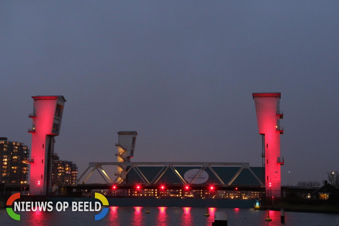 Hollandsche IJsselkering sluit vanwege hoge waterstanden en springtij (Video)