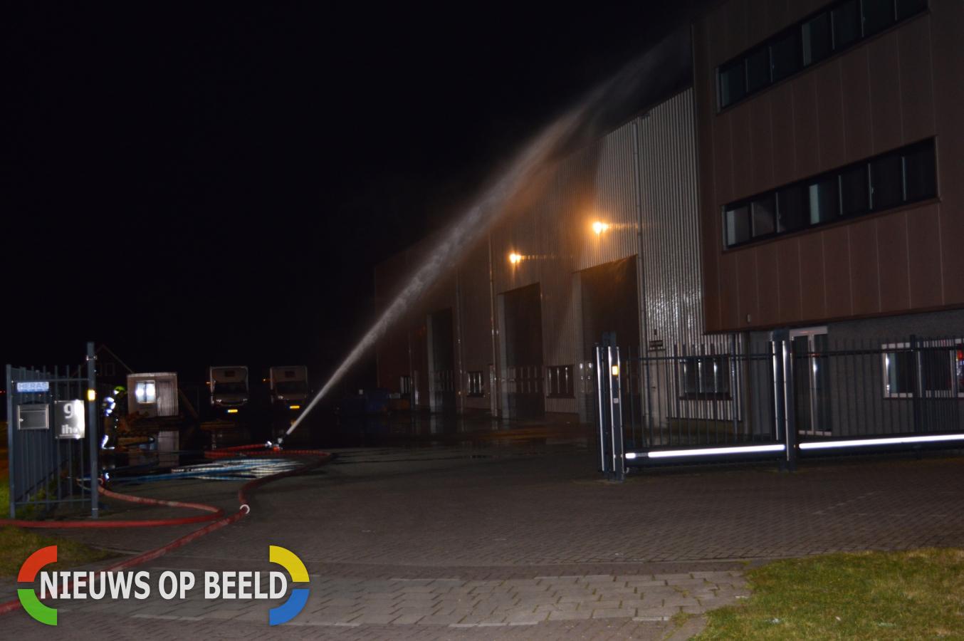 Zeer grote brand in houtverwerkingsbedrijf Energiebaan Oude-Tonge