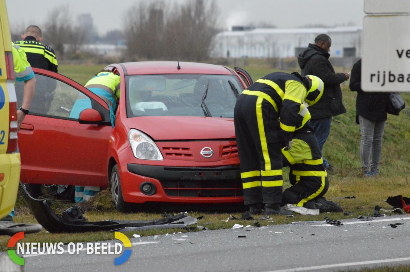 Twee gewonden en veel schade frontale aanrijding N470 Delfgauw